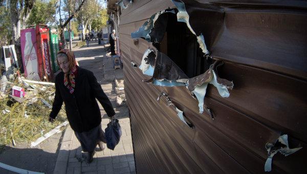 Последствия артиллерийского обстрела Донецка. Архивное фото