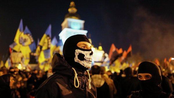 Участники марша по случаю 72-й годовщины образования Украинской повстанческой армии в Киеве 14 октября 2014