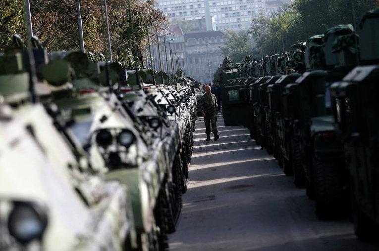 Бронетехника вооруженных сил Сербии на подготовке к параду
