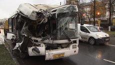 Последствия ДТП в Москве, в котором пострадали 12 человек