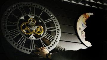 Перевод часов в России. Архивное фото