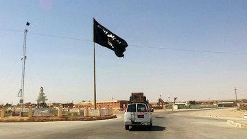 Флаг террористической группировки Исламское государство. Архивное фото