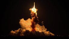 Момент взлета ракеты-носителя Antares с космическим грузовиком Cygnus