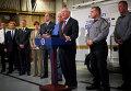 Пенсильванский Комиссар полиции Фрэнк Нунан и губернатор Пенсильвании Том Корбетт, сообщают СМИ о захвате Эрика Фрейна