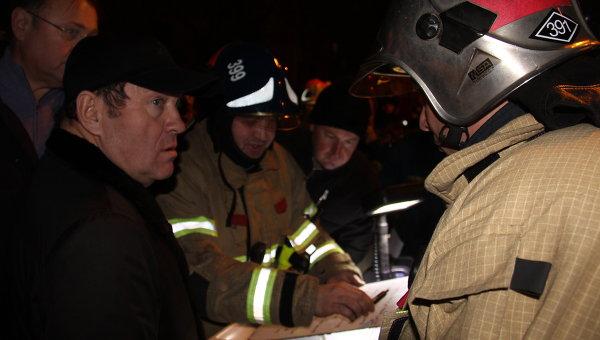 Заммэра Москвы Петр Бирюков на месте ликвидации пожаров в Пресненском районе Москвы