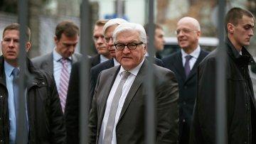 Глава МИД Германии Франк-Вальтер Штайнмайер возле администрации президента Украины в Киеве