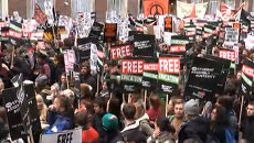 Тысячи студентов с плакатами за бесплатное образование прошли по Лондону