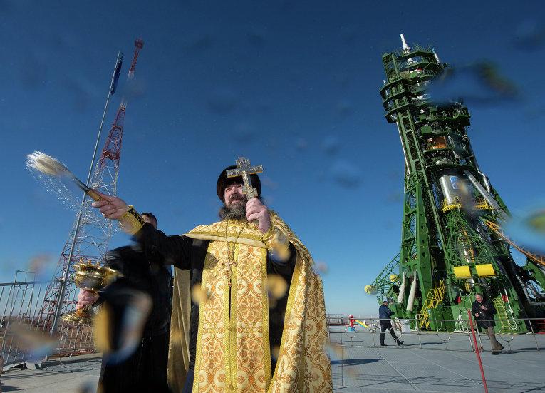 Освящение ракеты Союз-ФГ с кораблем Союз ТМА-15М