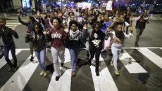 Демонстранты выражают протест в Вашингтоне по поводу приговора по делу об убийстве подростка в городе Фергюсон