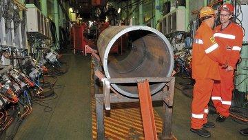 Сварка труб для газопровода Южный поток в порту Бургас, Болгария. Архивное фото