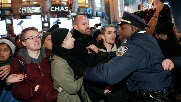 Акция протеста в Нью-Йорке в связи с гибелью афроамериканца Эрика Гарнера, 4 декабря 2014
