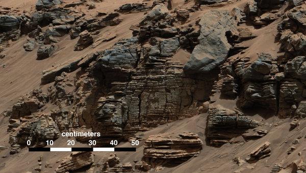 Снимок, сделанный камерой марсохода Curiosity, показывает следы существования древних озер на поверхности Марса