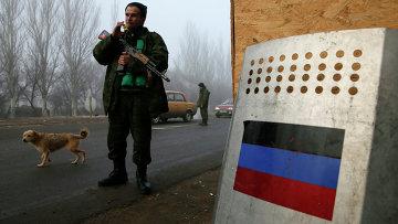 Боец народного ополчения на КПП возле города Горловка, Донецкая область