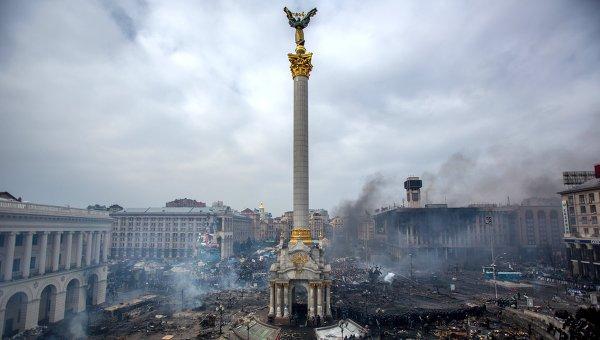 Дым от пожаров на площади Независимости в Киеве. Архивное фото