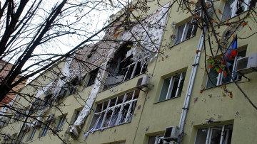 Разрушенный жилой дом в районе аэропорта города Донецка. Архивное фото