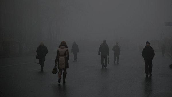 Люди на улице Киева. Архивное фото