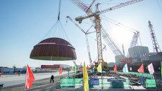 Подъем купола гермооболочки здания реактора третьего энергоблока на Тяньваньской АЭС-2