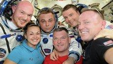 Елена Серова, Максим Сураев на борту МКС. Архивное фото