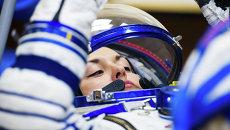 Космонавт Роскосмоса Елена Серова перед полетом на МКС