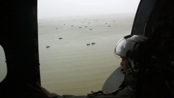 Спасательная операция в районе крушения самолета AirAsia. Архивное фото