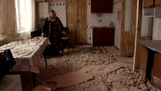 Жители Донецка показали разрушенные после ночного обстрела дома