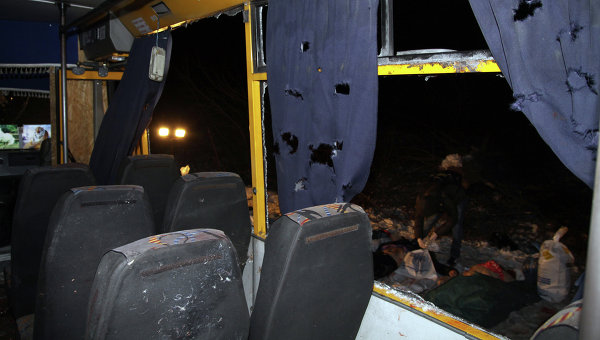 На месте обстрела автобуса с мирными жителями около Волновахи. Архивное фото