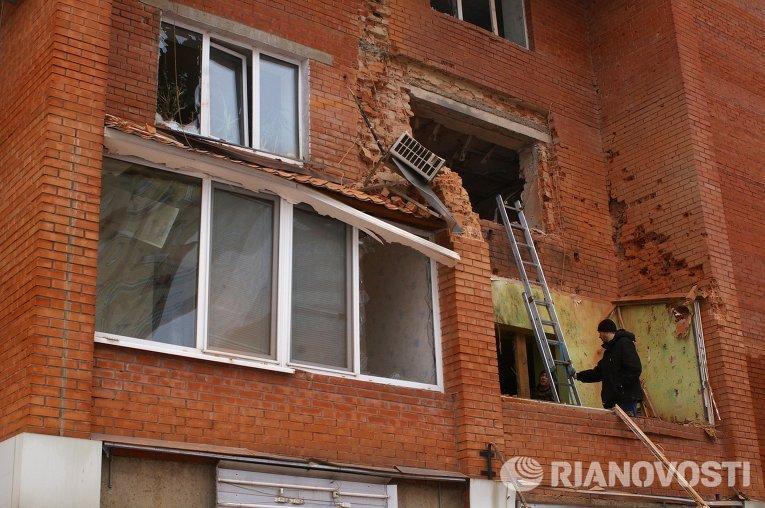 Жилой дом в Донецке, поврежденный в результате обстрела украинскими силовиками