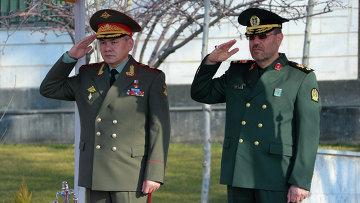 Министр обороны РФ Сергей Шойгу и министр обороны и поддержки вооруженных сил Ирана бригадный генерал Хосейн Дехган
