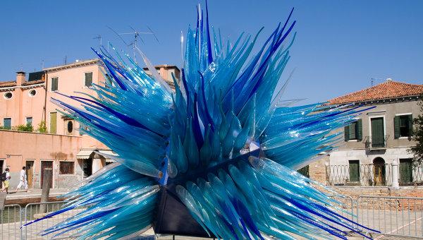 Уличная малая форма из стекла на набережной Мурано