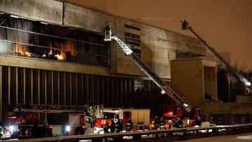 Пожар в библиотеке Института общественных наук в Москве. Архивное фото