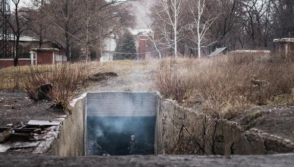 Поселок Марьинка Донецкой области в бомбоубежище. Архивное фото