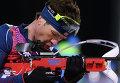 Уле-Эйнар Бьорндален на огневом рубеже гонки преследования в соревнованиях по биатлону на Олимпийских играх в Сочи