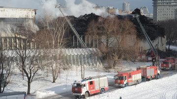 Сотрудники МЧС России на месте пожара. Архивное фото