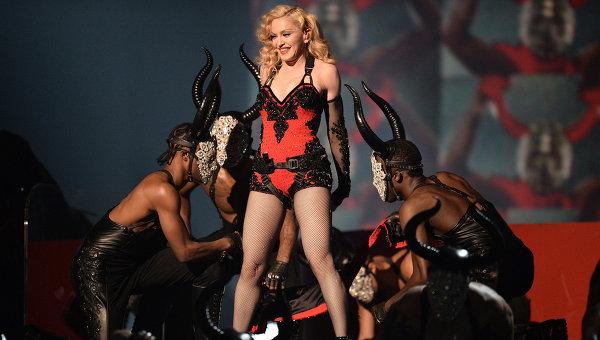 Американская певица Мадонна на 57-й ежегодной премии Грэмми. Лос-Анджелес, 2015 год