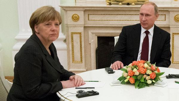Президент России В.Путин с канцлером ФРГ А.Меркель, во время встречи глав государств России, Франции и Германии