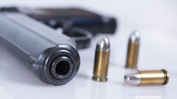 Пистолет с боеприпасами