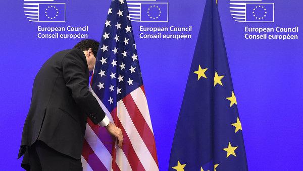 Флаги США и ЕС. Архивное фото