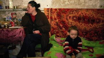 Жители Донецка в подвале во время возможного артиллерийского обстрела. 12 февраля 2015