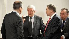 Посол РФ в Минске Александр Суриков (в центре). Архивное фото