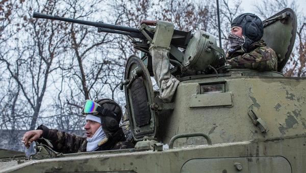 Украинские военнослужащие на дороге между Дебальцево и Артемовском. Архивное фото