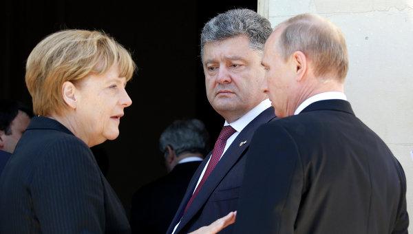 Президент России Владимир Путин, избранный президент Украины Петр Порошенко и канцлер ФРГ Ангела Меркель.  Архивное фото