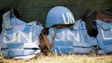 Шлем и бронежилеты миротворцев ООН. Архивное фото