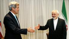 Министр иностранных дел Ирана Мохаммад Джавад Зариф и госсекретарь США Джон Керри. Архивное фото