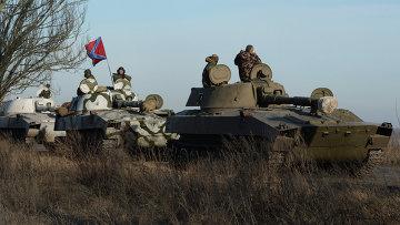 Отвод колонны тяжелой военной техники ДНР из Донецкой области. Архивное фото.