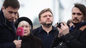 Губернатор Кировской области Никита Белых на месте убийства политика Бориса Немцова
