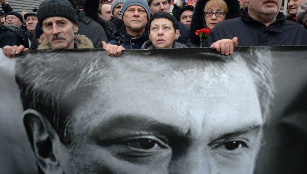 Участники траурного марша в Москве в память о политике Борисе Немцове. Архивное фото