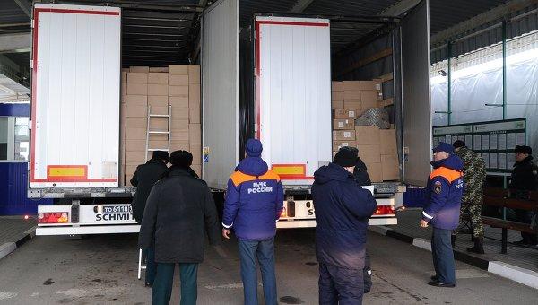 Очередная колонна МЧС России с гуманитарной помощью для жителей Донбасса прибыл на КПП Матвеев Курган