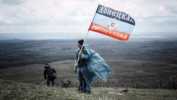 Жители ДНР приняли участие в субботнике у мемориального комплекса Саур-Могила