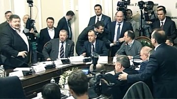 Конфликт Раде: Мосийчук бросил бутылкой в депутата Березу