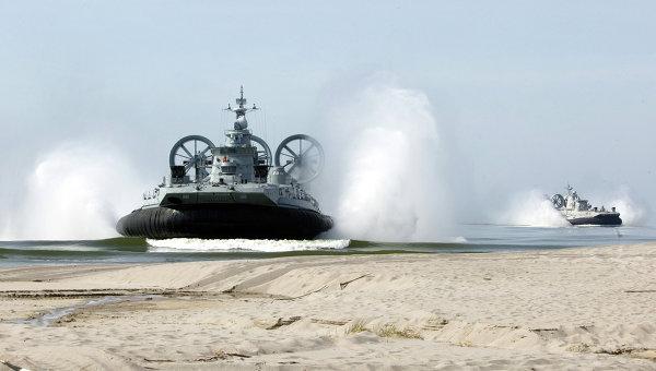 Десантные корабли на воздушной подушке (КВП) Зубр. Архивное фото